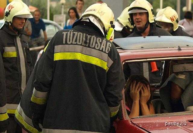 KLIKK - 10. KGST Party, tűzoltó bemutató - Nyíregyháza, 2012